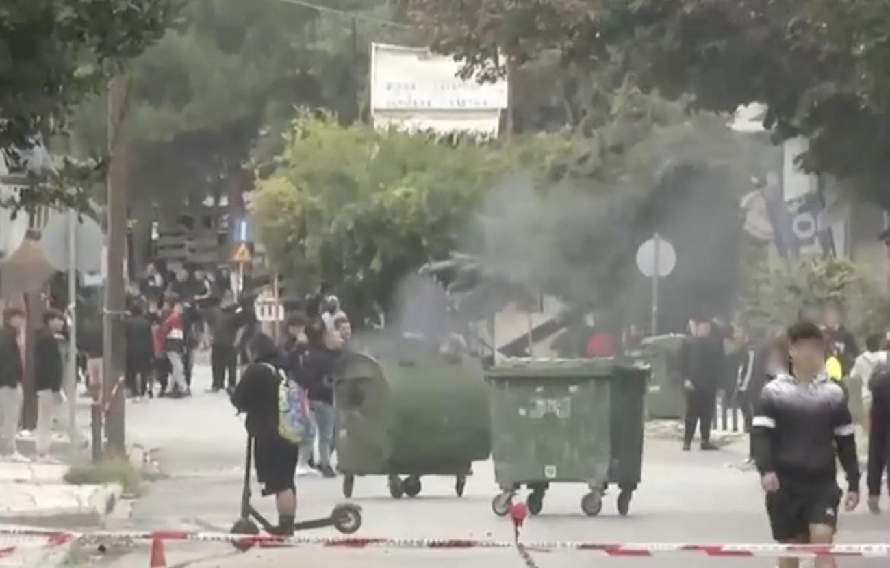 Θεσσαλονίκη: Οδοφράγματα, ξύλο και τραμπουκισμοί από ακροδεξιούς έξω από το ΕΠΑΛ Ευόσμου