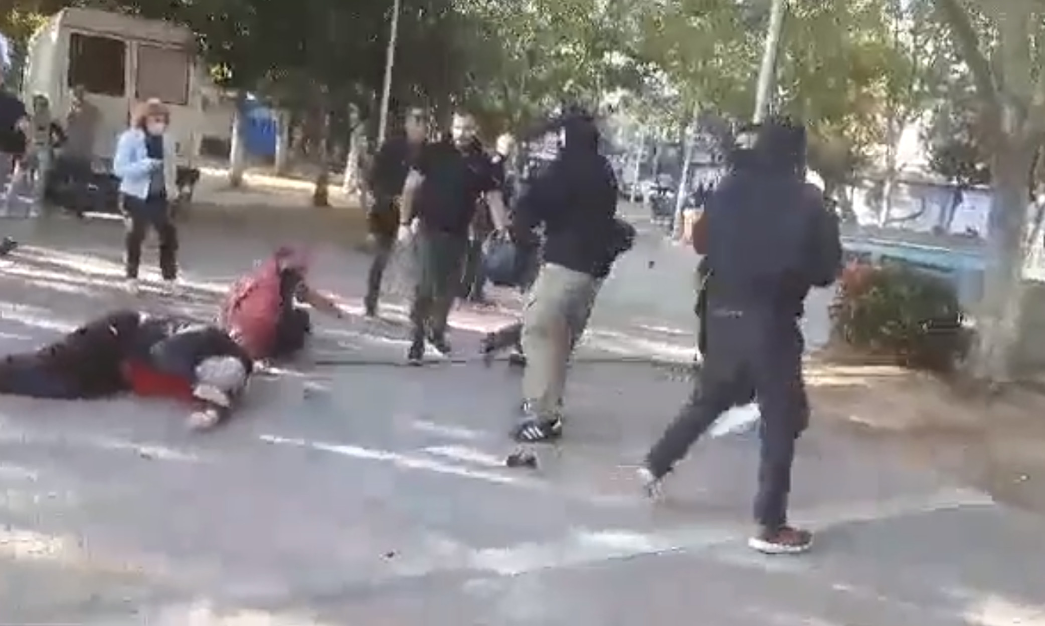 Νέο Ηράκλειο: Επίθεση σε εκδήλωση για την καταδίκη της Χρυσής Αυγής – Αναφορές για τραυματίες