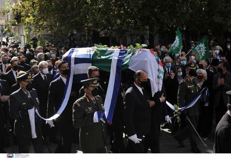 Ανείπωτος ο πόνος στην Μητρόπολη - Η Ελλάδα αποχαιρετά την Φώφη Γεννηματά