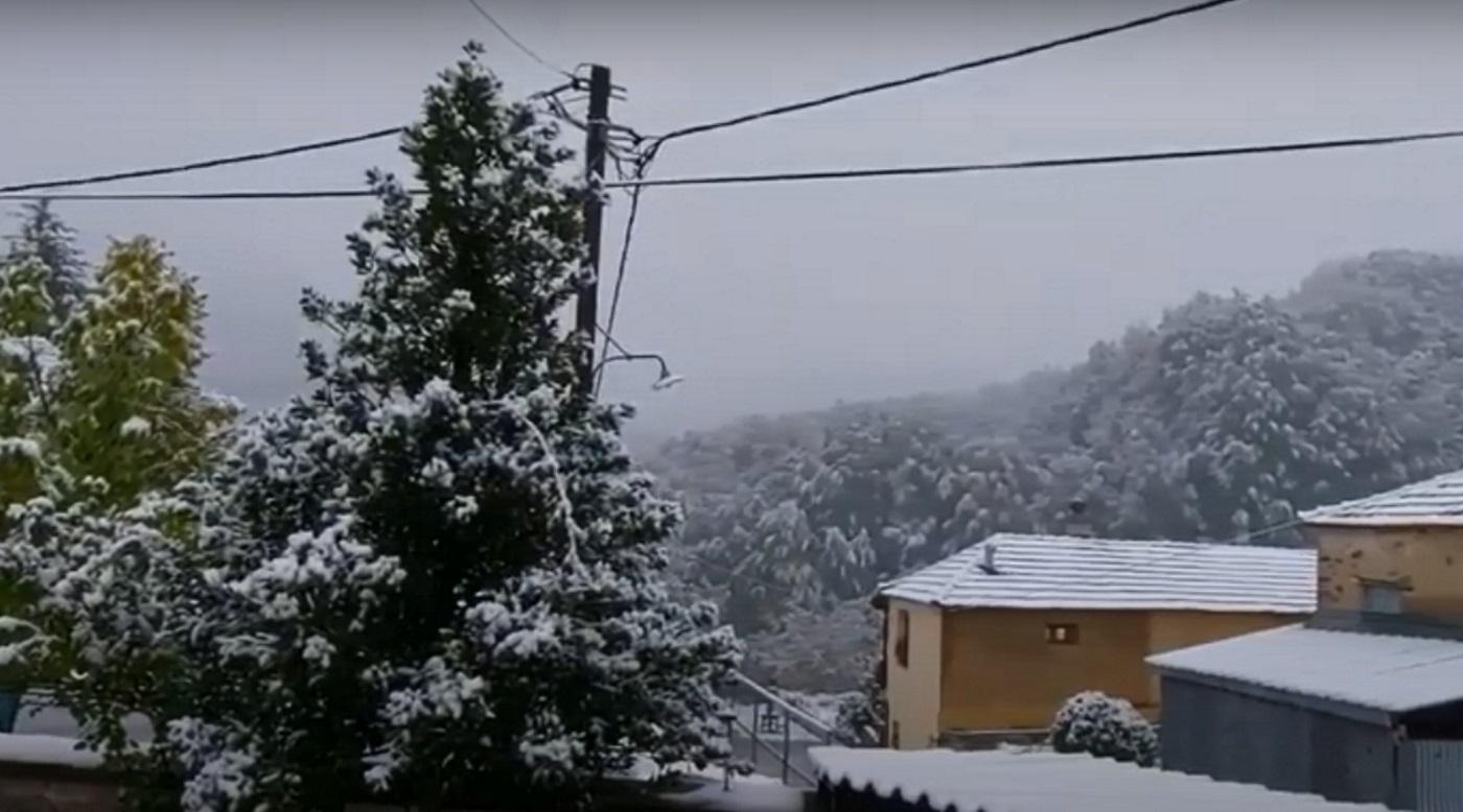Κακοκαιρία «Μπάλλος»: Χιόνισε σε Τρίκαλα και Φλώρινα – Βίντεο με τα πρώτα χιόνια
