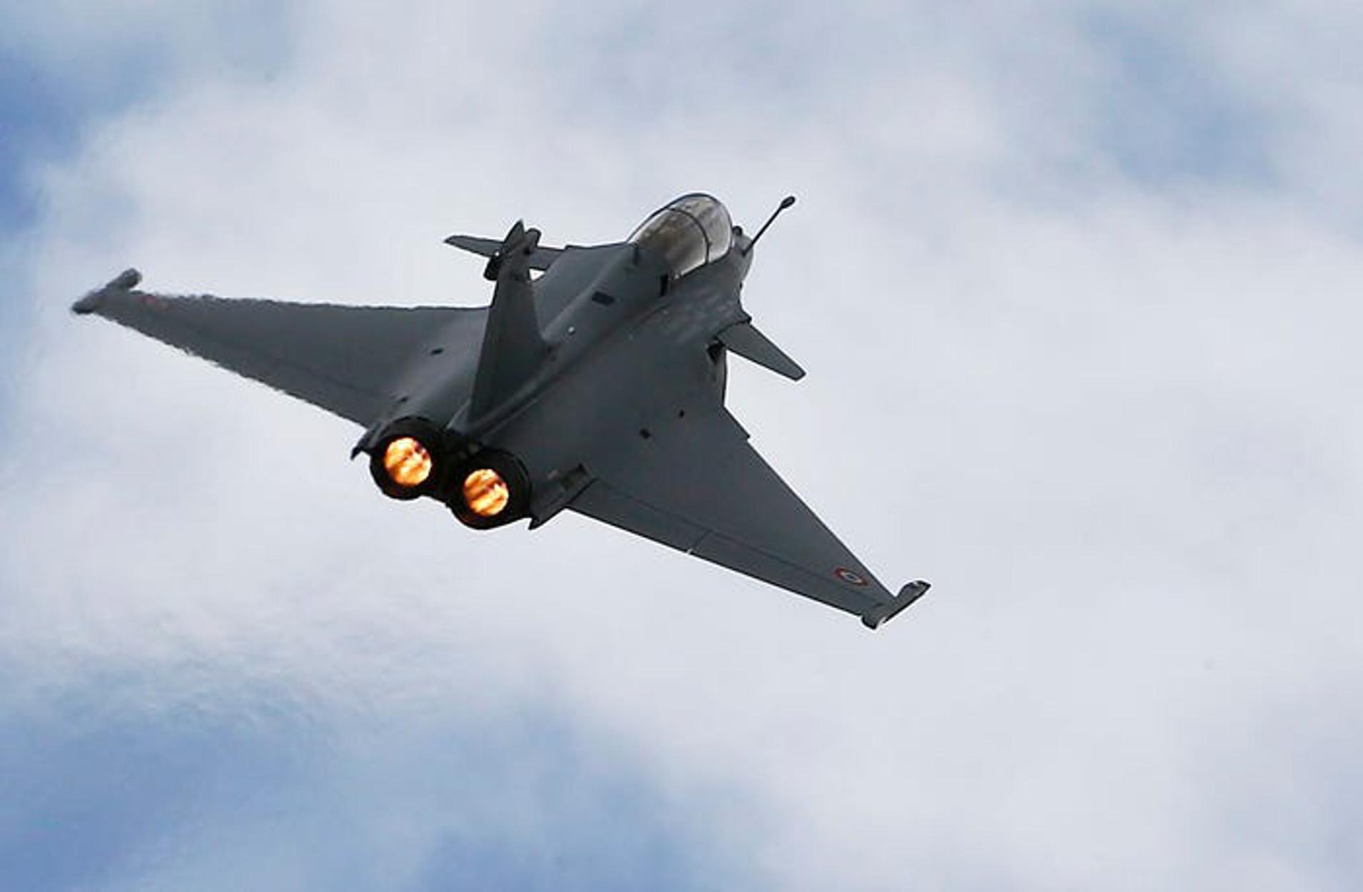 Η Αλγερία έκλεισε τον εναέριο χώρο της για τα γαλλικά στρατιωτικά αεροσκάφη