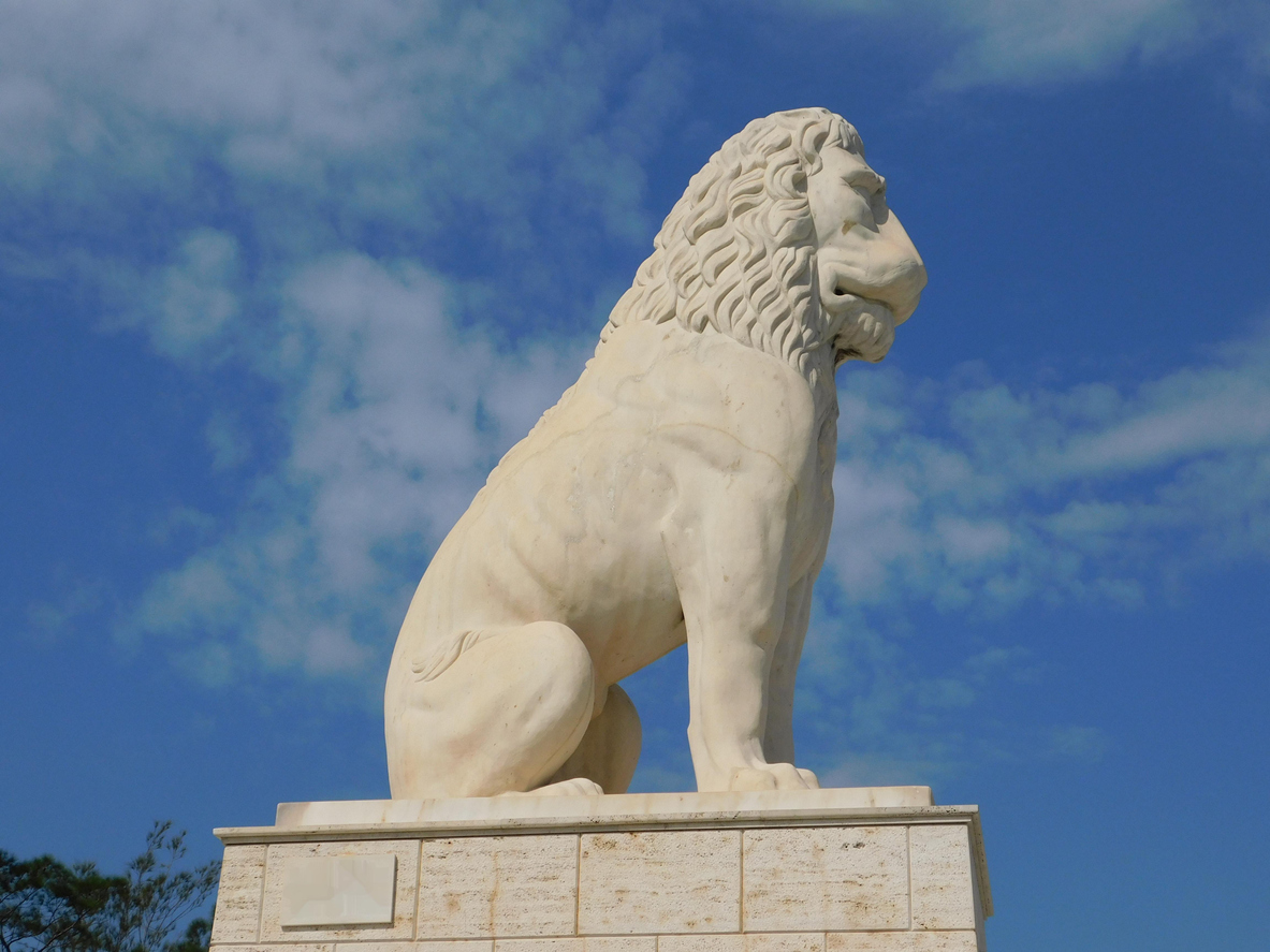 Το λιοντάρι του Πειραιά και οι θρύλοι που το συνοδεύουν