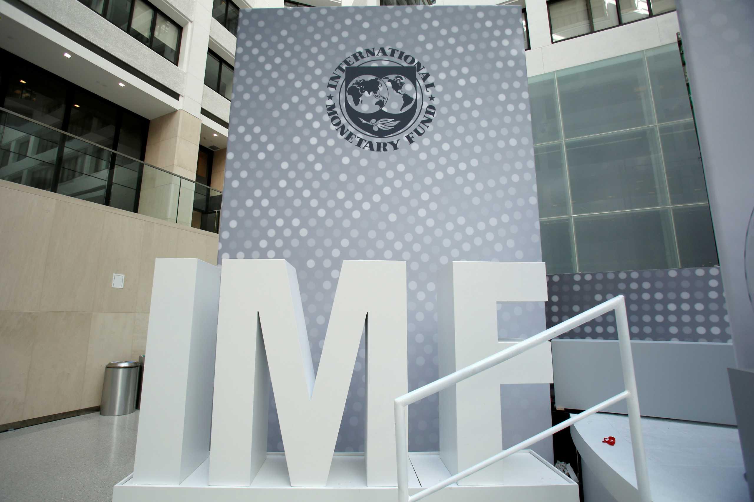 ΔΝΤ: «Βλέπει» μείωση του δημοσίου χρέους από φέτος και πρωτογενή πλεονάσματα από το 2023