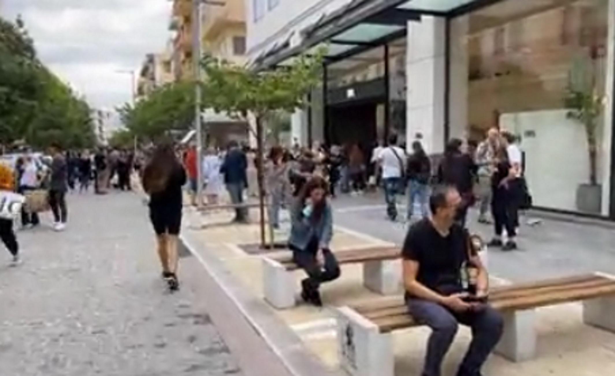 Σεισμός 6,3 Ρίχτερ στην Κρήτη: Η στιγμή που ο κόσμος στο Ηράκλειο βγαίνει στους δρόμους