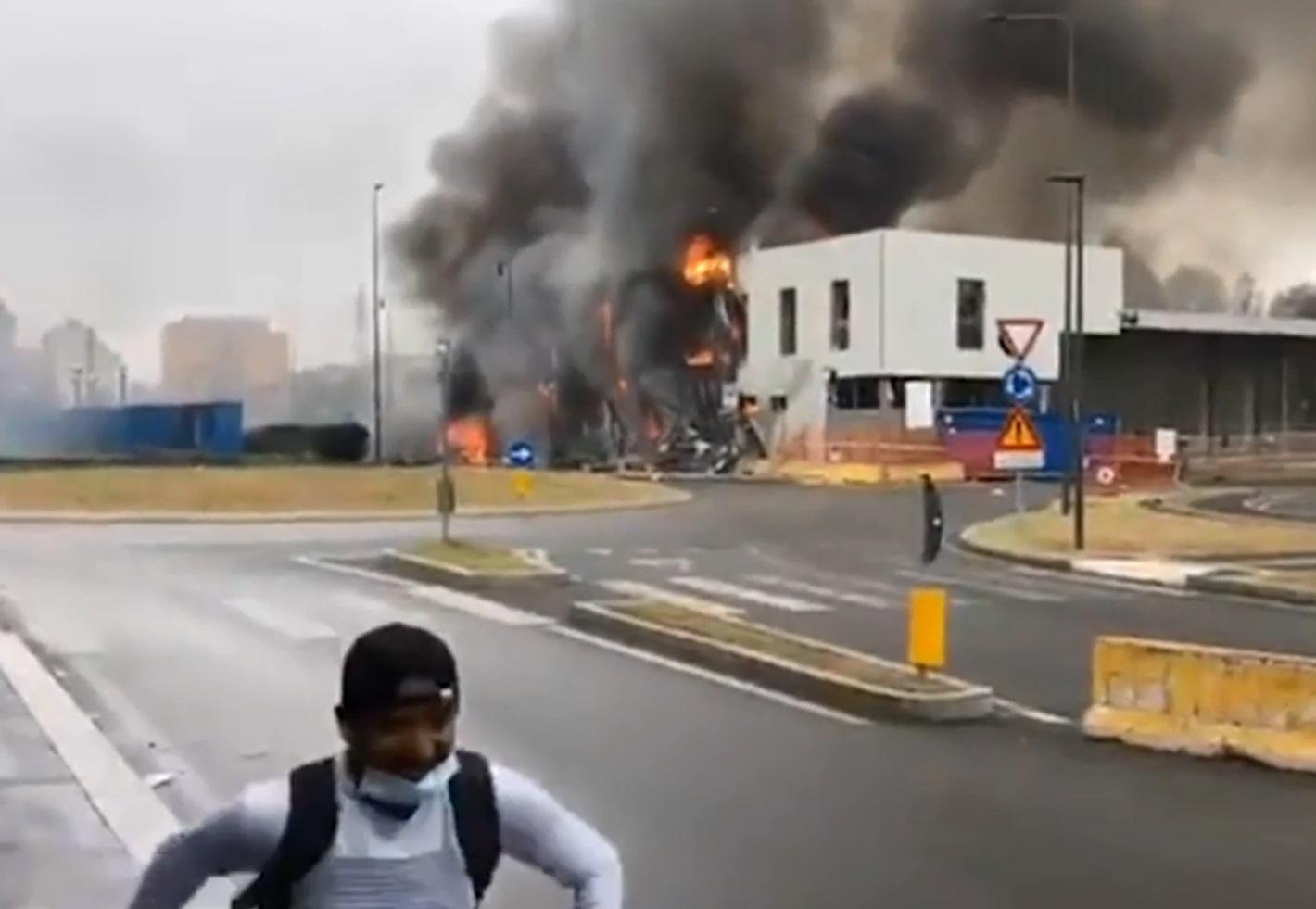 Ιταλία: Συντριβή αεροπλάνου στο Μιλάνο – Έπεσε δίπλα σε στάση του μετρό