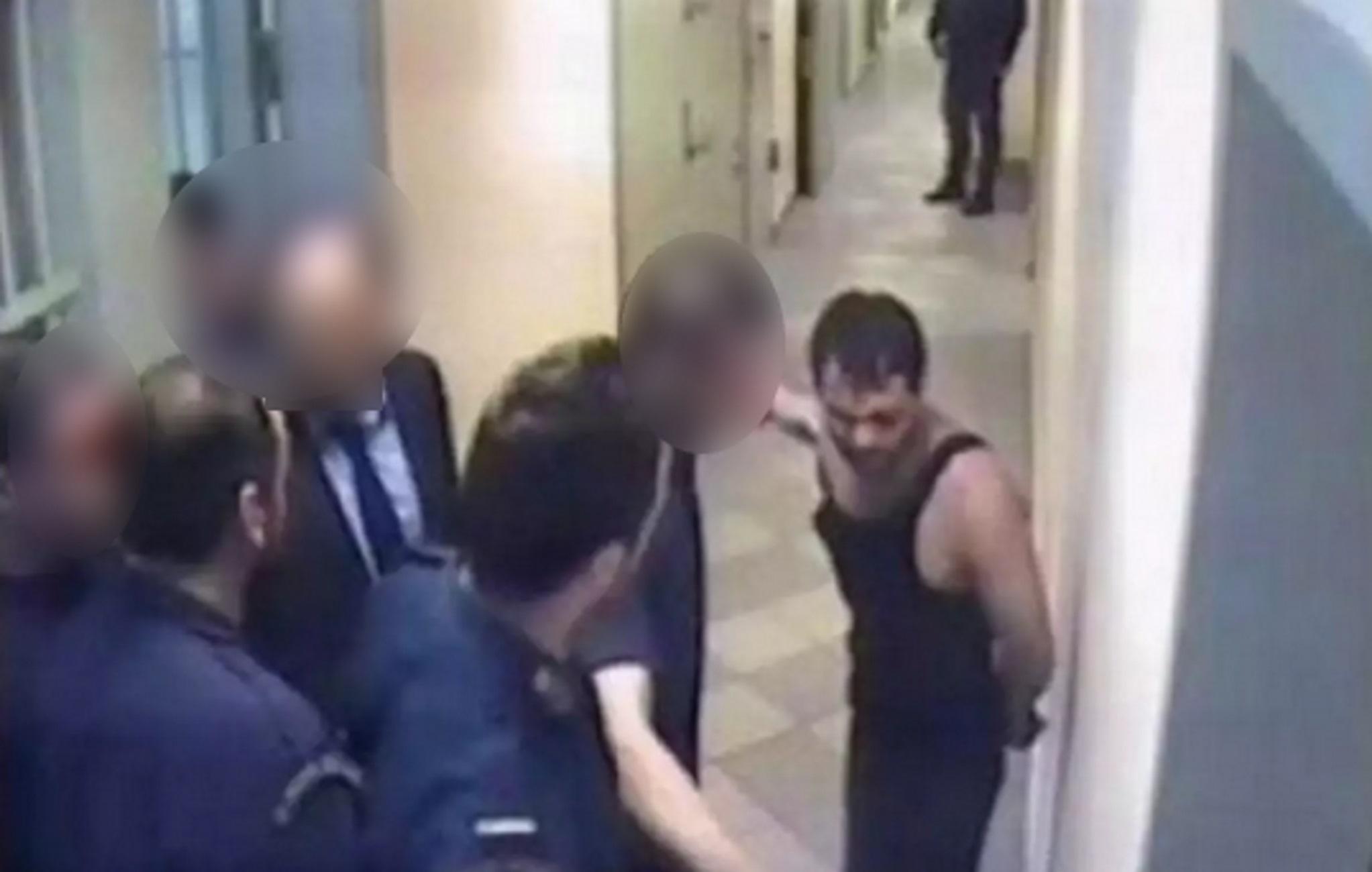 Δολοφονία Ιλί Καρέλι: Στο εδώλιο οι σωφρονιστικοί για τα μεσαιωνικά βασανιστήρια στον βαρυποινίτη