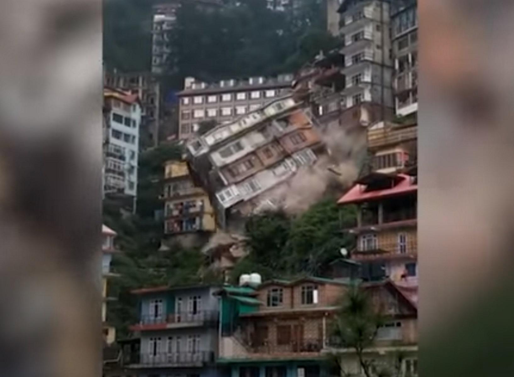 Ινδία: Οκταώροφο κτίριο καταρρέει σαν χάρτινος πύργος