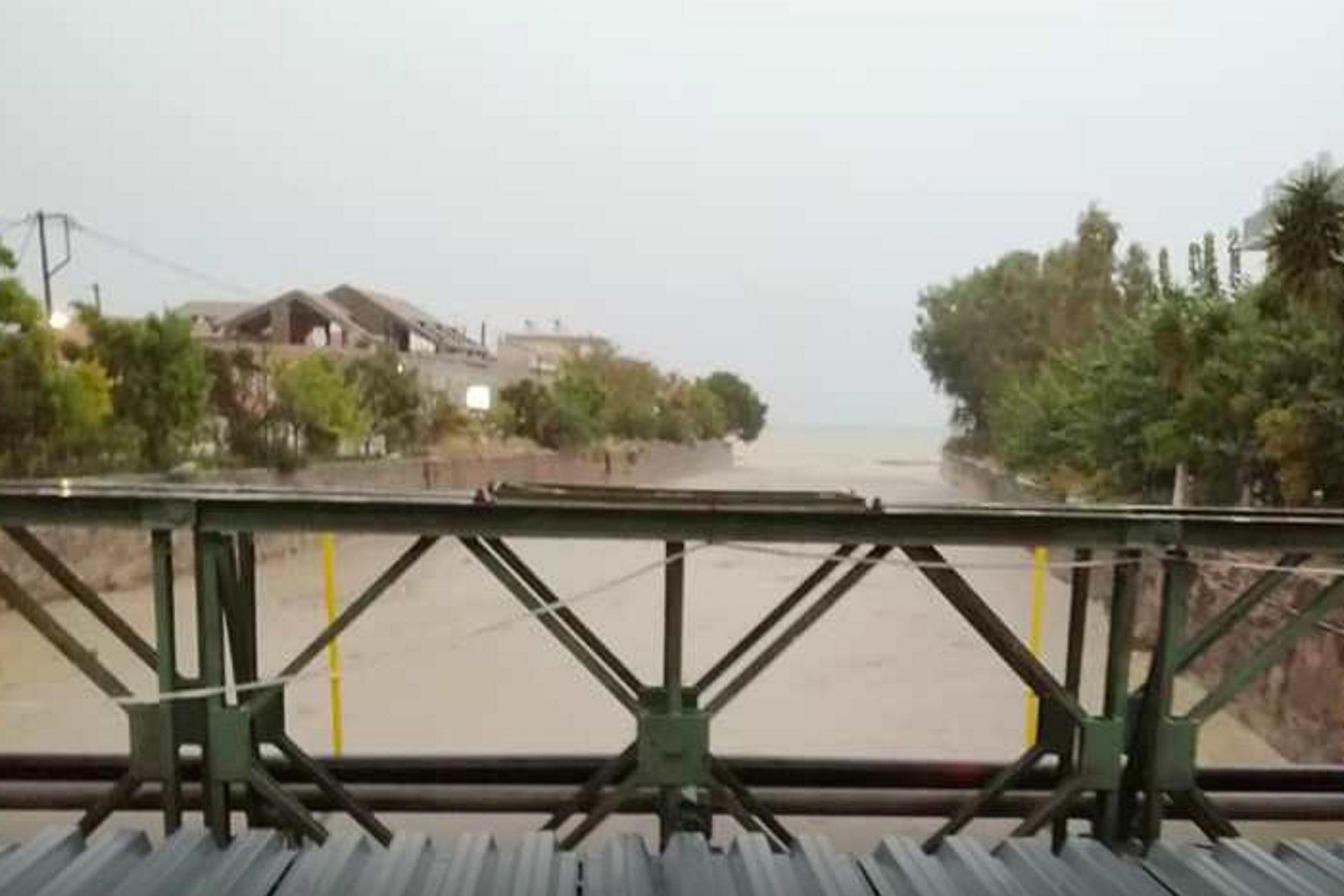 Κακοκαιρία «Μπάλλος» – Κεφαλονιά: Φούσκωσε το ποτάμι και το χωριό Πόρος κόπηκε στα δύο