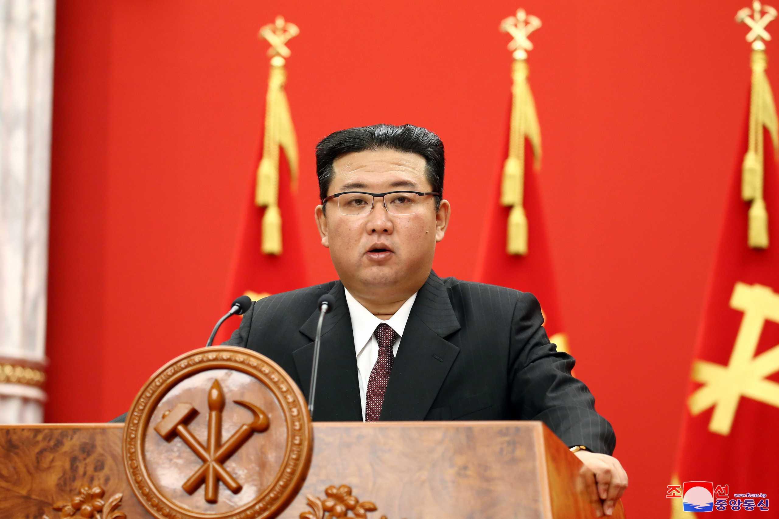 Βόρεια Κορέα: Ανώτερος αξιωματικός αυτομόλησε και «λύνει» τη σιωπή του - Οι αποκαλύψεις για όπλα, ναρκωτικά