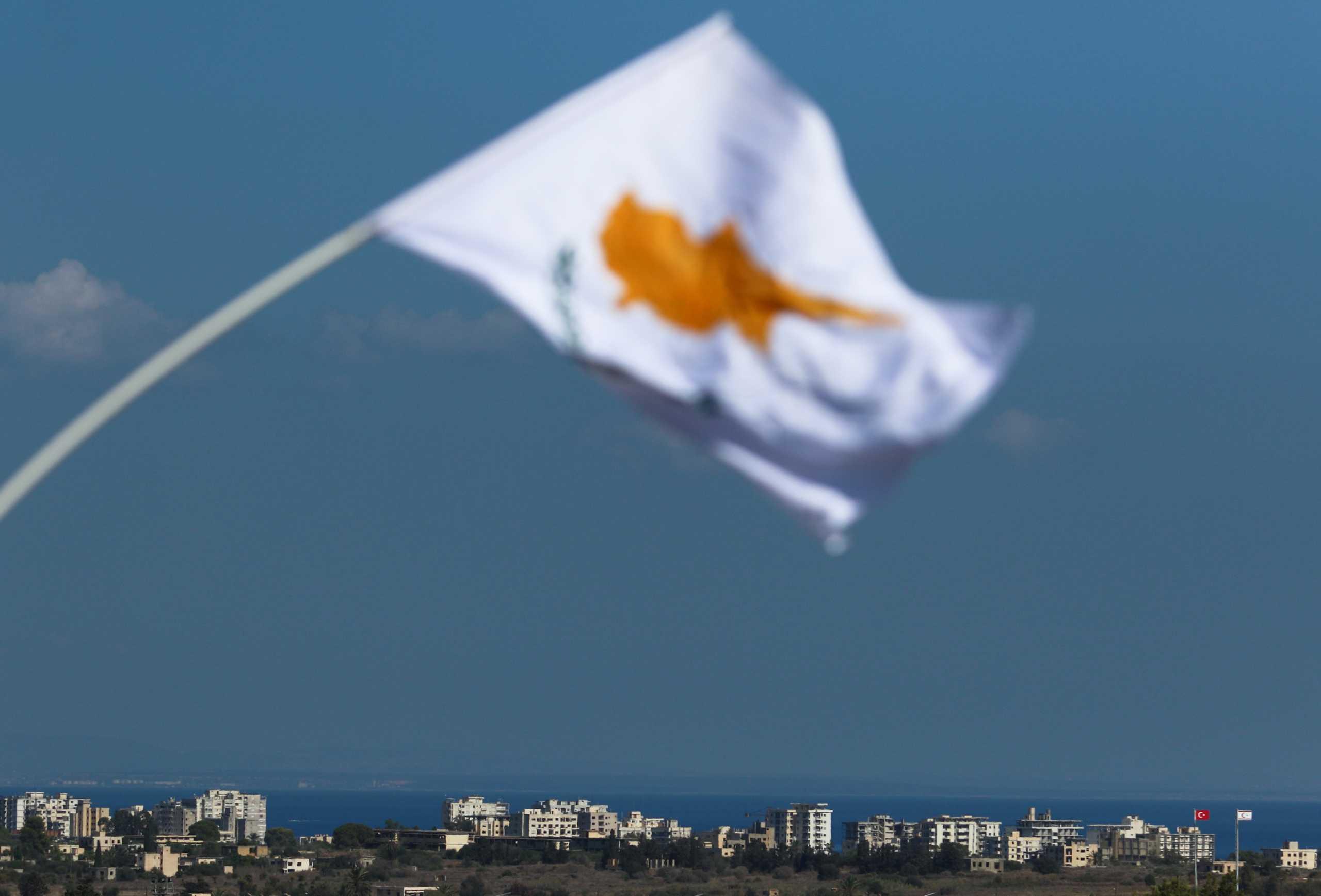 Κυπριακό: Ενάντια στη λύση συνομοσπονδίας το Ηνωμένο Βασίλειο