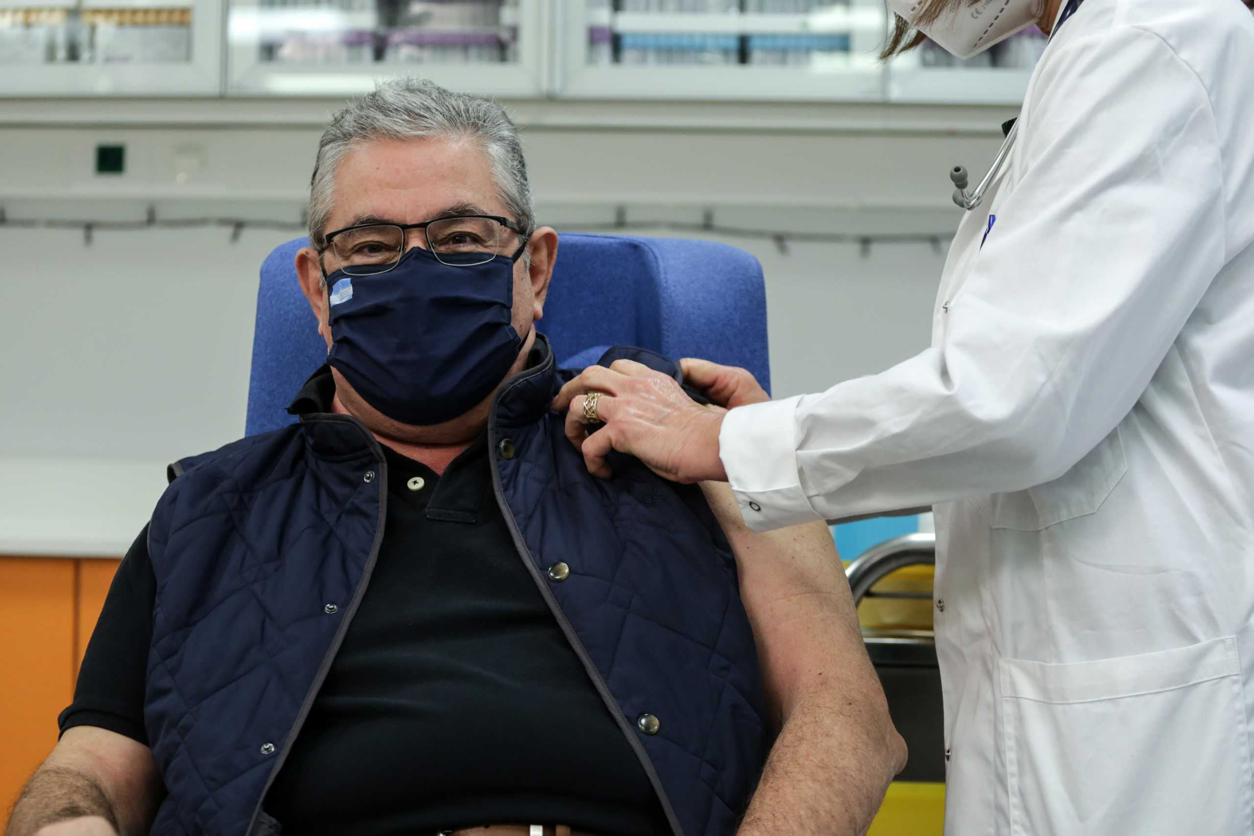 Δημήτρης Κουτσούμπας: Πραγματοποίησε την τρίτη δόση του εμβολίου κατά του κορονοϊού