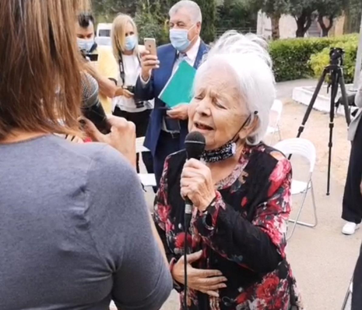 Μαίρη Λίντα: Ερμηνεύει στο Γηροκομείο Αθηνών τραγούδια του Μανώλη Χιώτη
