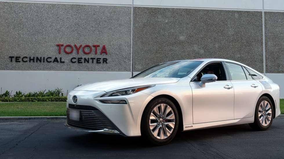 Ποιο είναι το μυστικό του Toyota που έκανε 1.360 km με ένα «φουλάρισμα»;