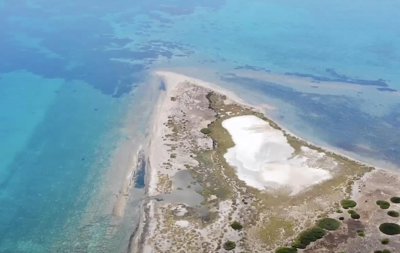 Το άγνωστο ελληνικό νησί με τα περίεργα αρχικά και το σχήμα σπαθιού
