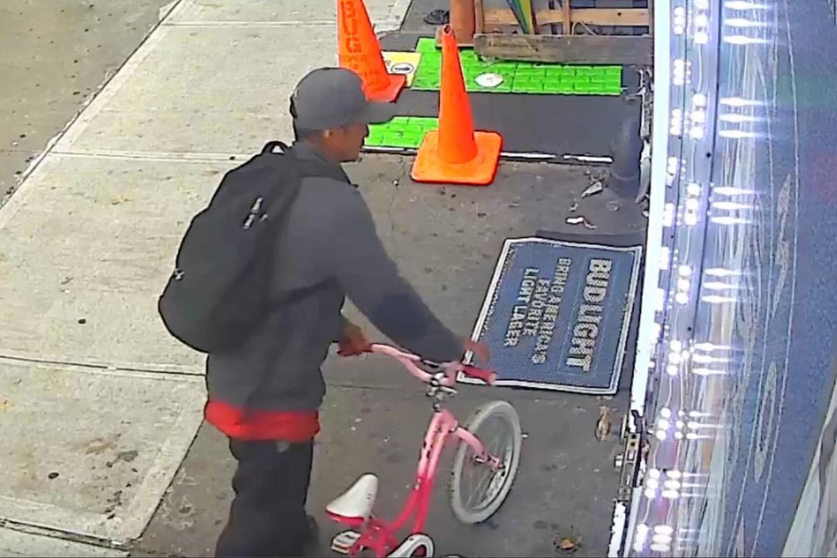 ΗΠΑ: Ληστής με ροζ παιδικό ποδήλατο άρπαξε κινητό από 10χρονη