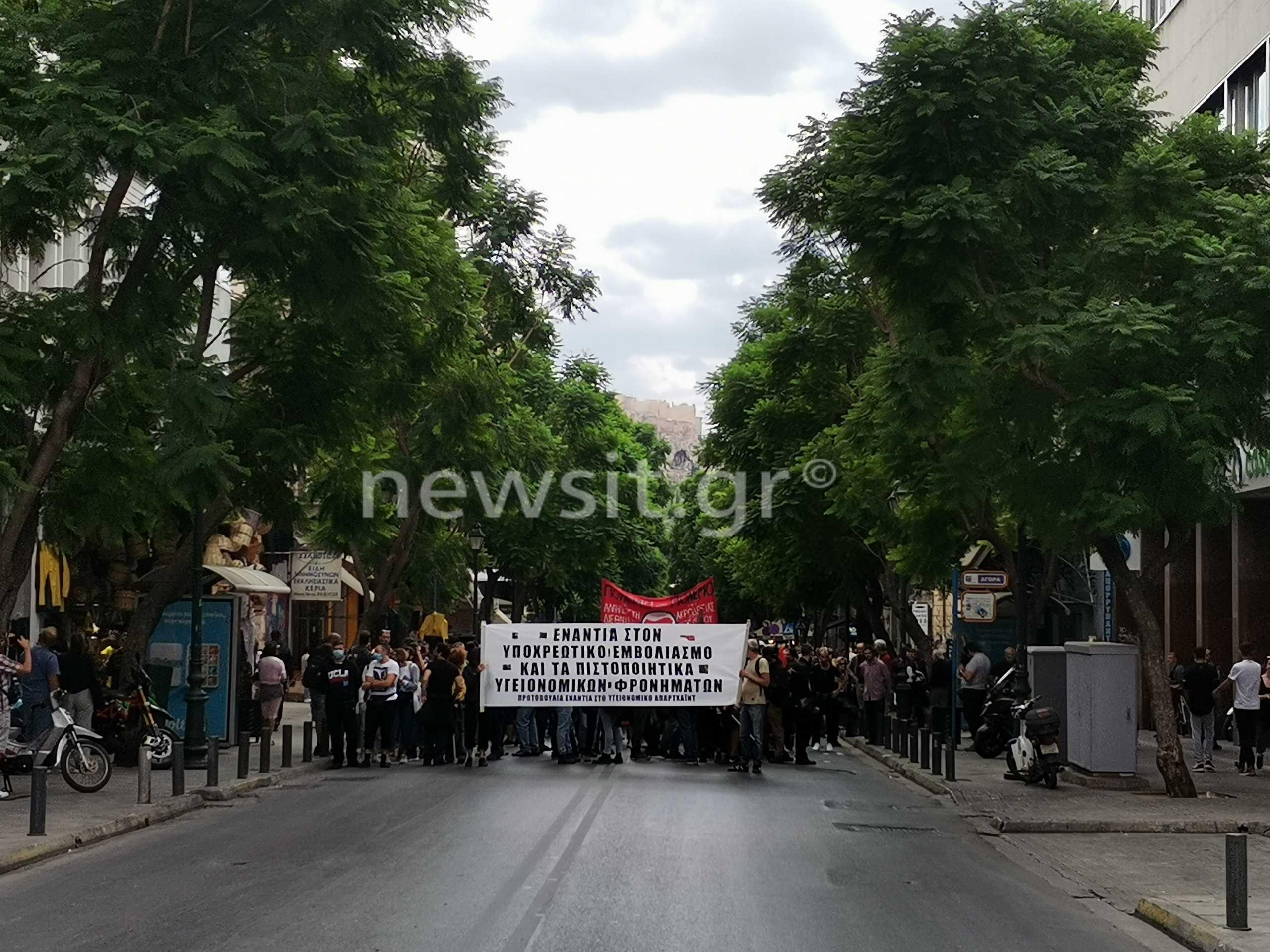 Κορονοϊός: Μια χούφτα αντιεμβολιαστές έκλεισαν το κέντρο της Αθήνας