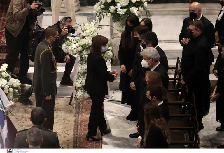 Κηδεία Φώφης Γεννηματά – Κατερίνα Σακελλαροπούλου: Στην προδοσία του σώματος και τον φόβο του θανάτου αντέταξες την ψυχική ρώμη
