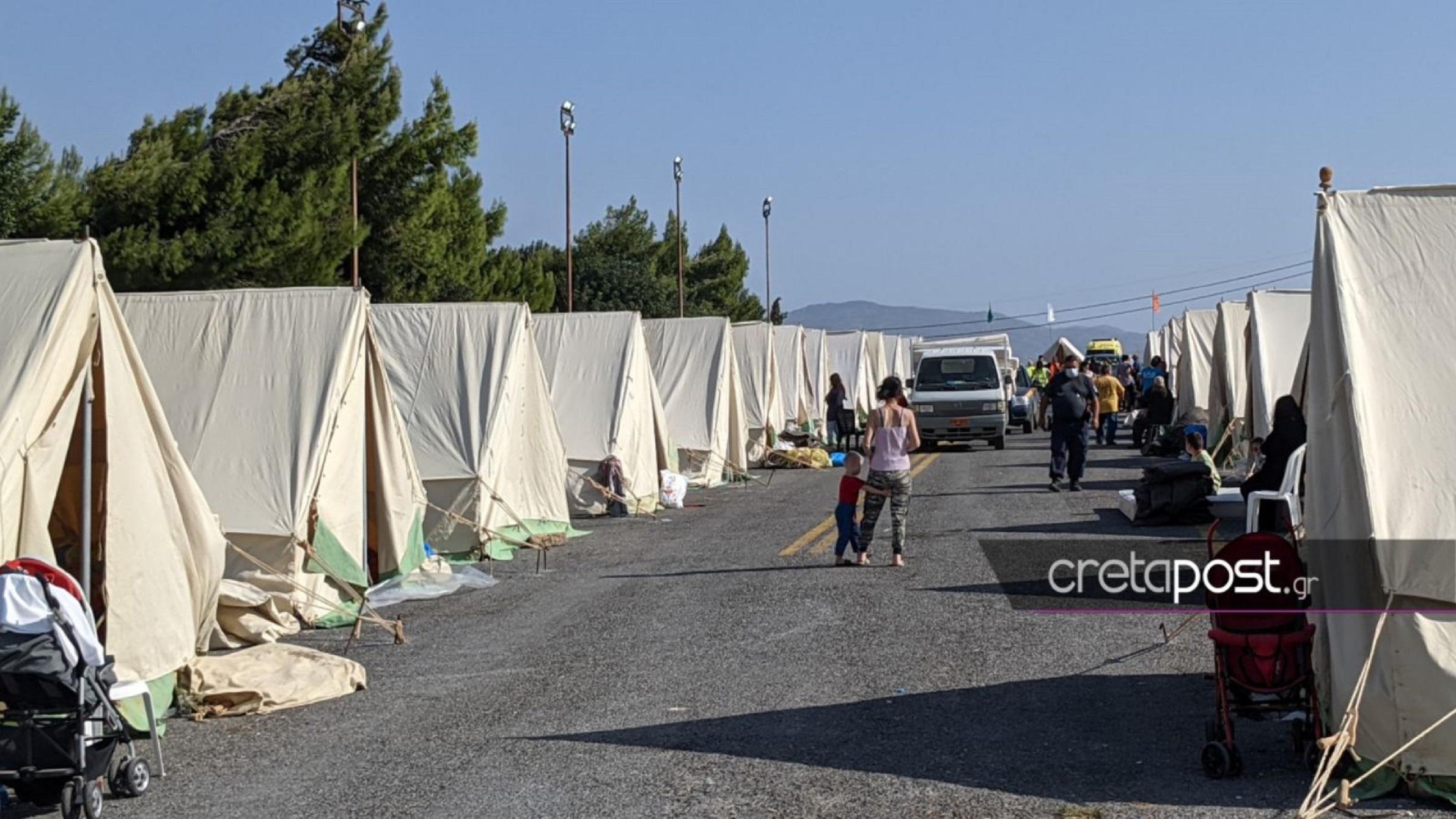 Σεισμός στην Κρήτη: Μόνο για εμβολιασμένους τα κρεβάτια στο κλειστό του μπάσκετ στο Αρκαλοχώρι
