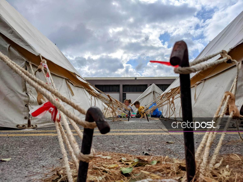 Κρήτη: Θετικό στον κορονοϊό βρέφος που έμενε σε σκηνή σεισμόπληκτων
