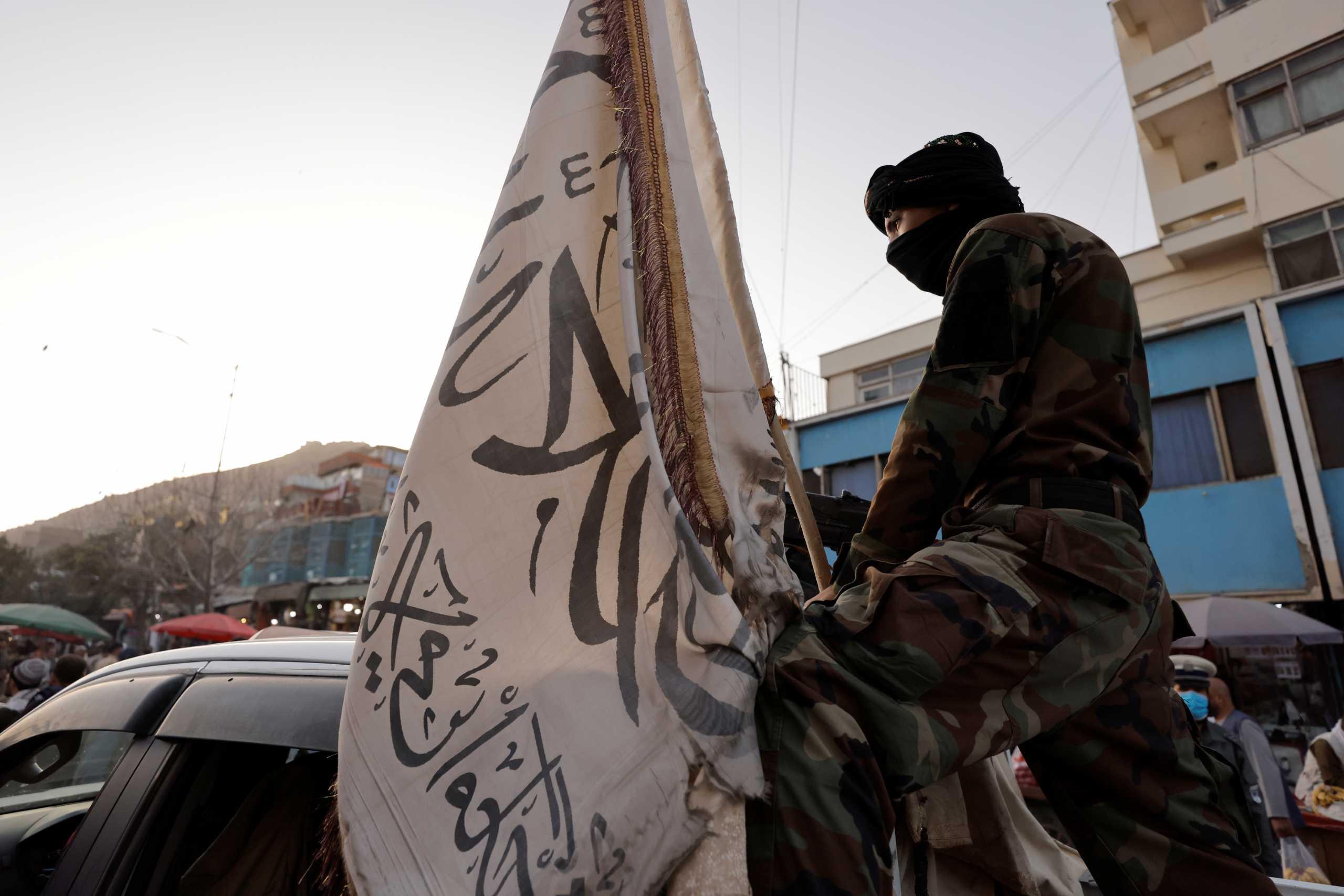Αφγανιστάν: Οι Ταλιμπάν κρεμούν σορούς ανθρώπων από γερανούς για παραδειγματισμό