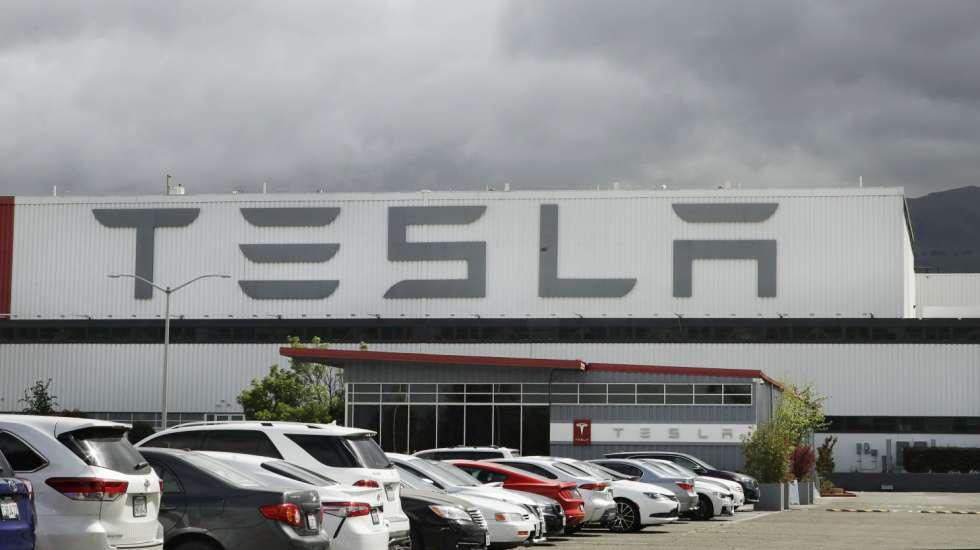 Tesla: Αποζημίωση–μαμούθ σε πρώην υπάλληλό της που την κατηγόρησε για ρατσισμό