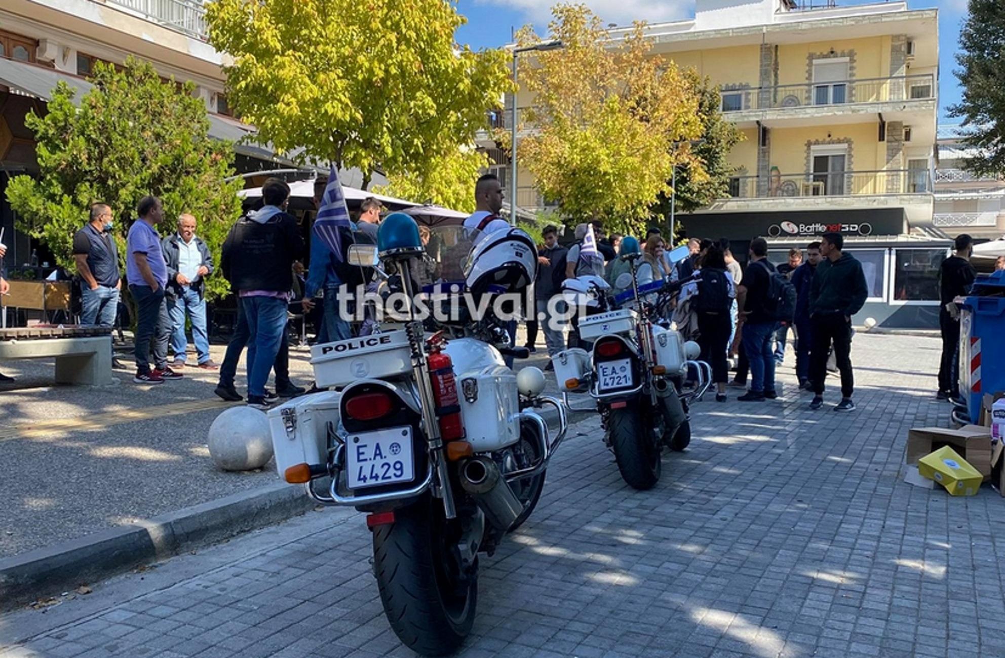 Θεσσαλονίκη: Φασιστική επίθεση σε αφισοκολλητές της ΚΝΕ με αλυσίδες και στυλιάρια – Αυτοψία στο σημείο