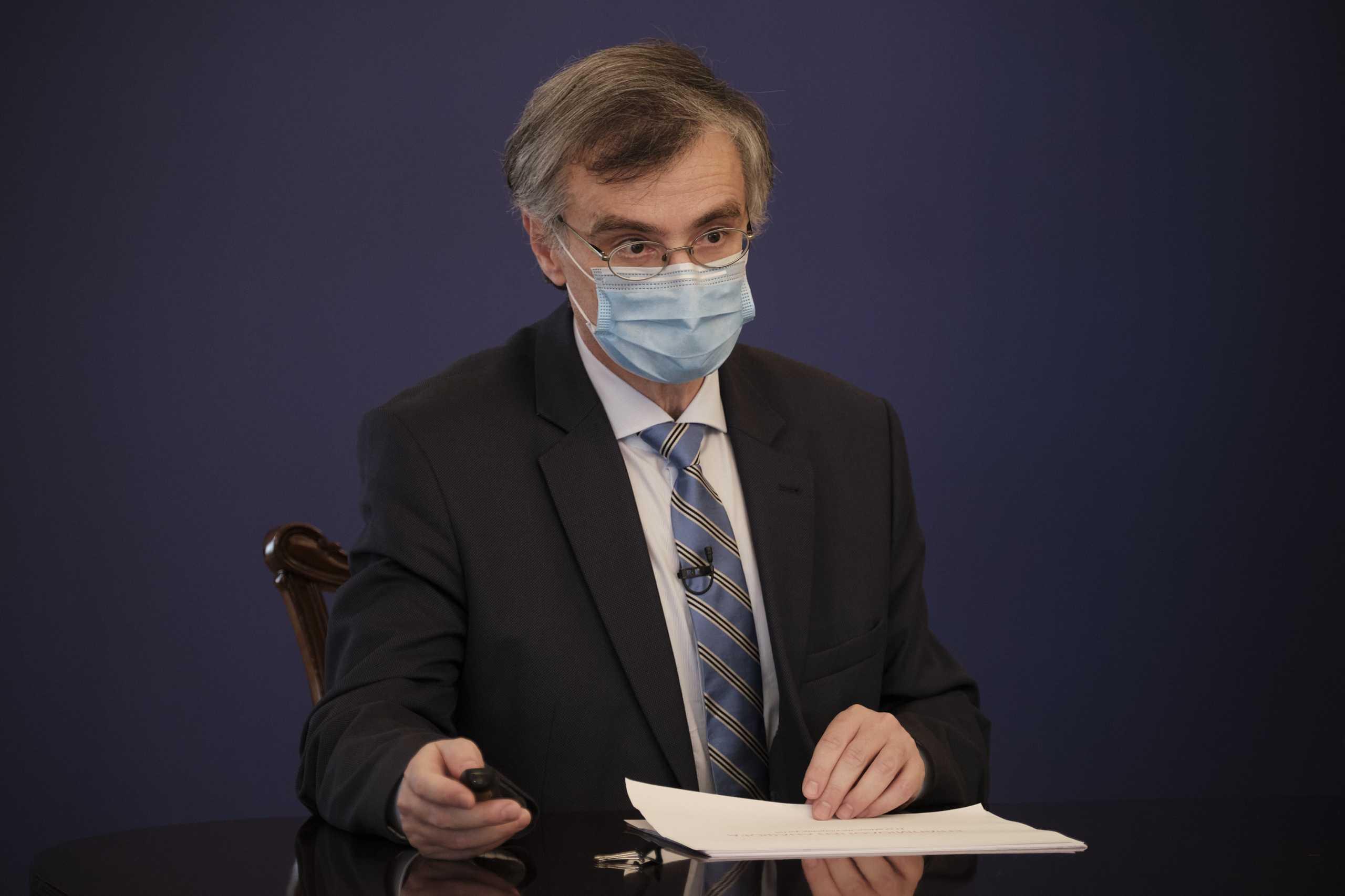 Σωτήρης Τσιόδρας – κορονοϊός: «Ακούγονται πολλές αντιεπιστημονικές ανοησίες» – Έξαρση σε περιοχές με πολλούς ανεμβολίαστους