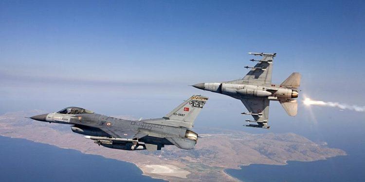 Νέες παραβιάσεις και υπερπτήσεις τουρκικών F-16 πάνω από Μακρονήσι και Ανθρωποφάγους