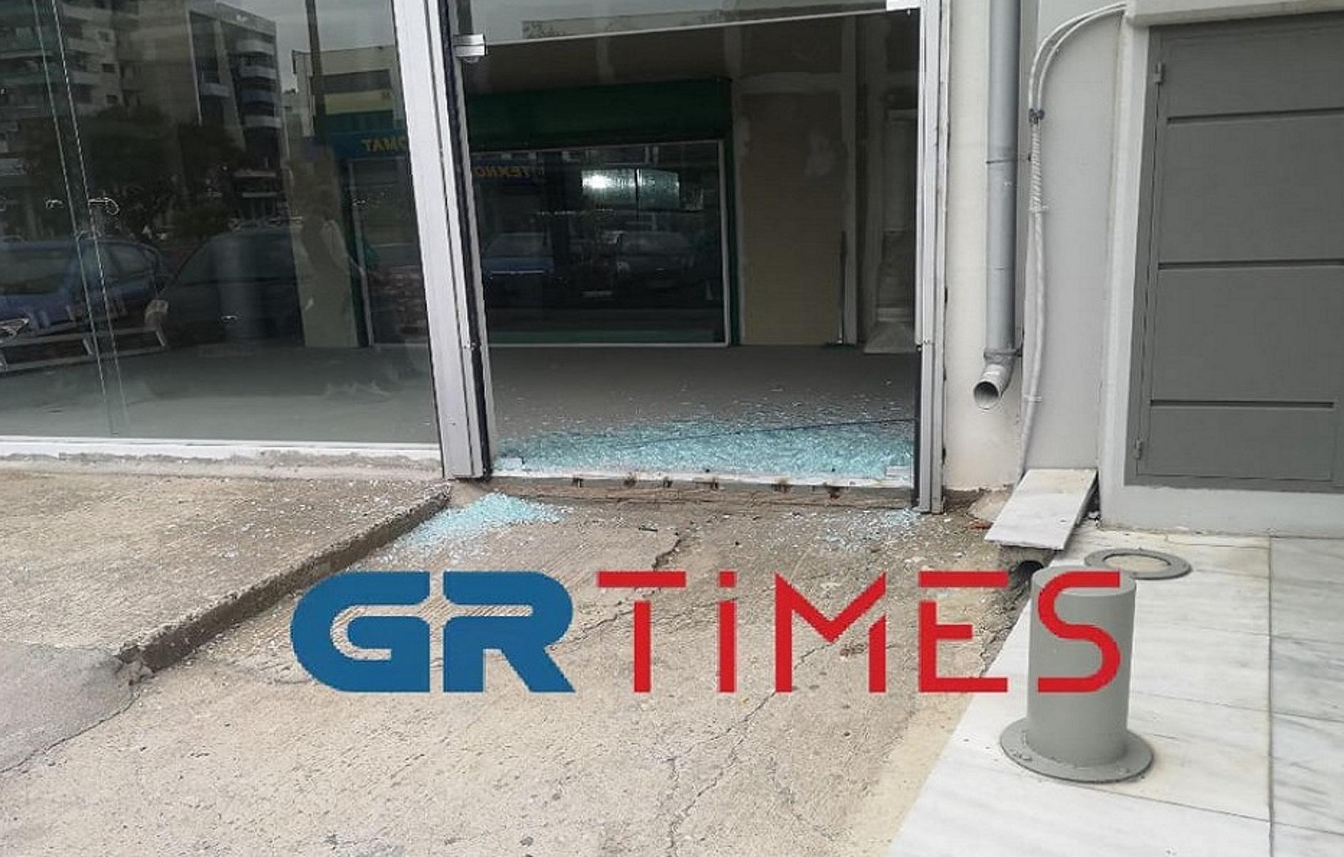 Θεσσαλονίκη: Οδηγός «πάρκαρε» μέσα σε κατάστημα – Αντί όπισθεν έβαλε 1η