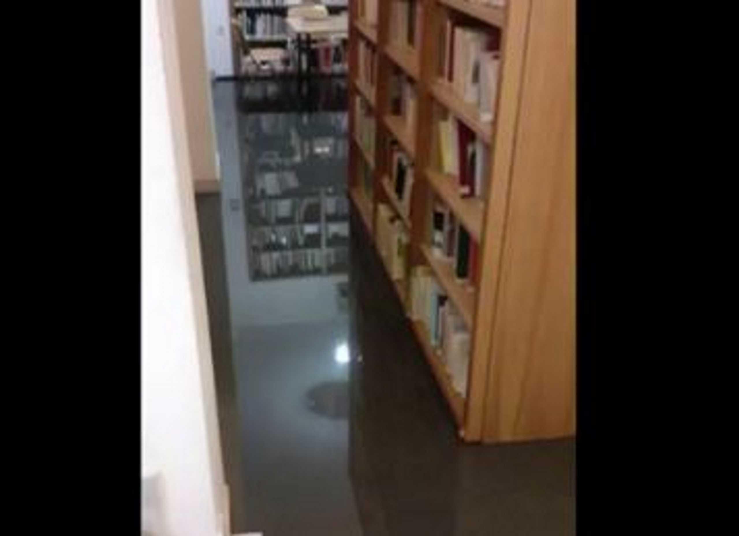 Κακοκαιρία «Μπάλλος»: Πλημμύρισε η βιβλιοθήκη στο Πάντειο Πανεπιστήμιο – Έσταζαν νερά τα ταβάνια στις αίθουσες